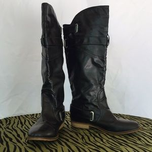 Black pull on boots with buckles